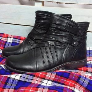 Cobb Hill Booties Black Flat Leather Upper